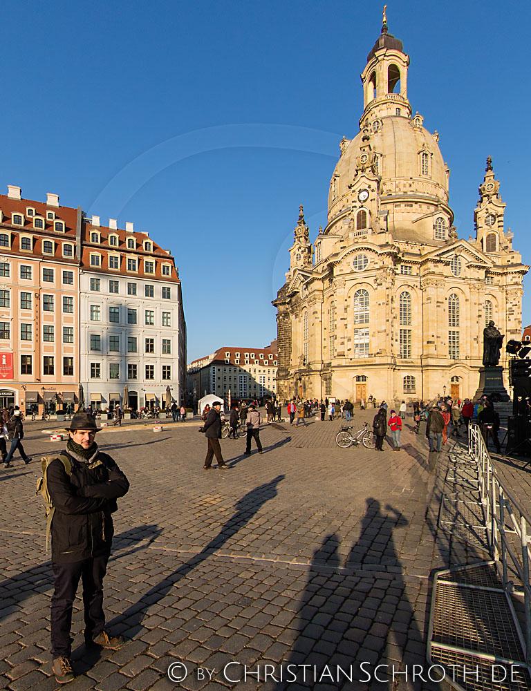 """Kunst Krieg Manaf Halbouni Installation """"Monument"""" Frauenkirche Dresden Zerstörung Aleppo"""